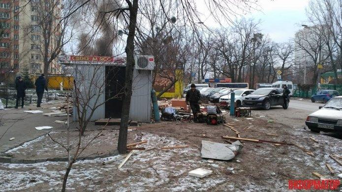 В Киеве во время демонтажа загорелся МАФ (ФОТО), фото-4