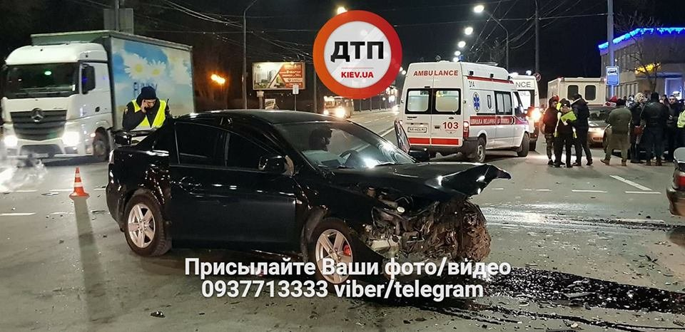 В Киеве произошло серьезное ДТП, 5 пострадавших (ФОТО), фото-2
