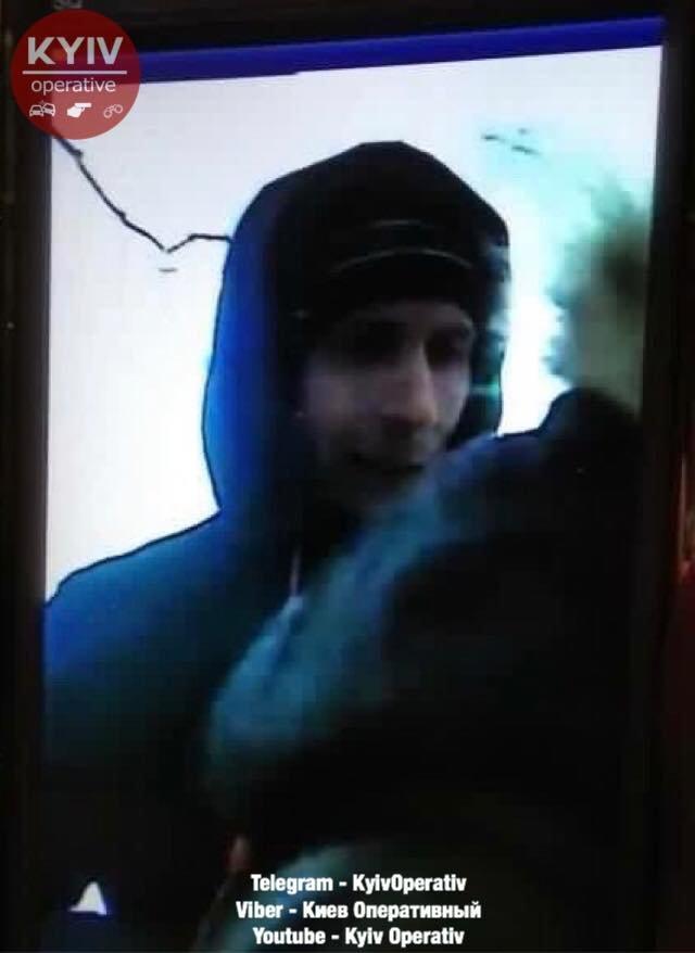 Похожа на бывшую: в Киеве мужчина едва не задушил девушку в лифте (ФОТО), фото-1