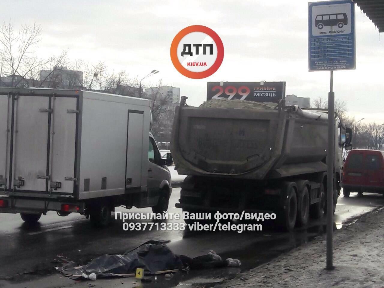 В Киеве водитель грузовика насмерть сбил пешехода (ФОТО), фото-1