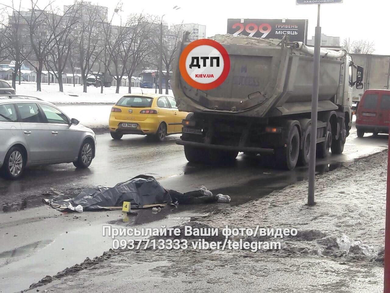 В Киеве водитель грузовика насмерть сбил пешехода (ФОТО), фото-3