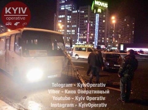 В Киеве водитель маршрутки устроил ДТП (ФОТО), фото-1