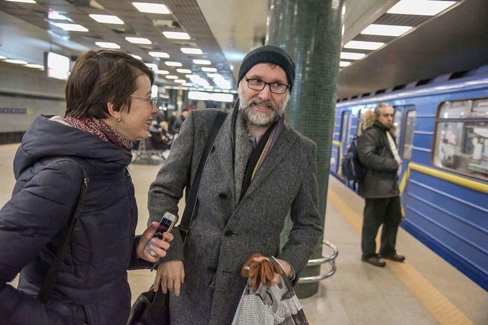 """В столичном метро заметили автора музыки к сериалу """"Шерлок"""", фото-1"""