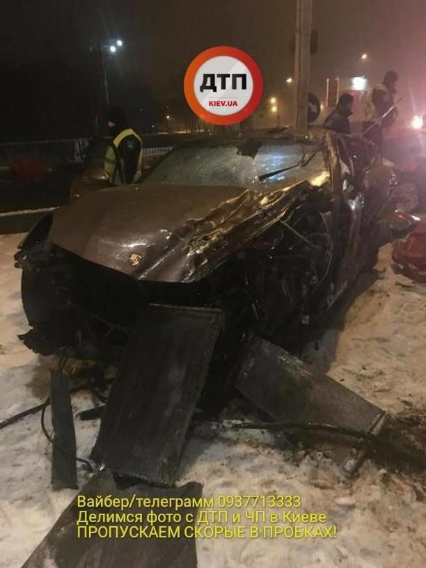 В Киеве водитель разбил спорткар и сбежал (ФОТО), фото-3