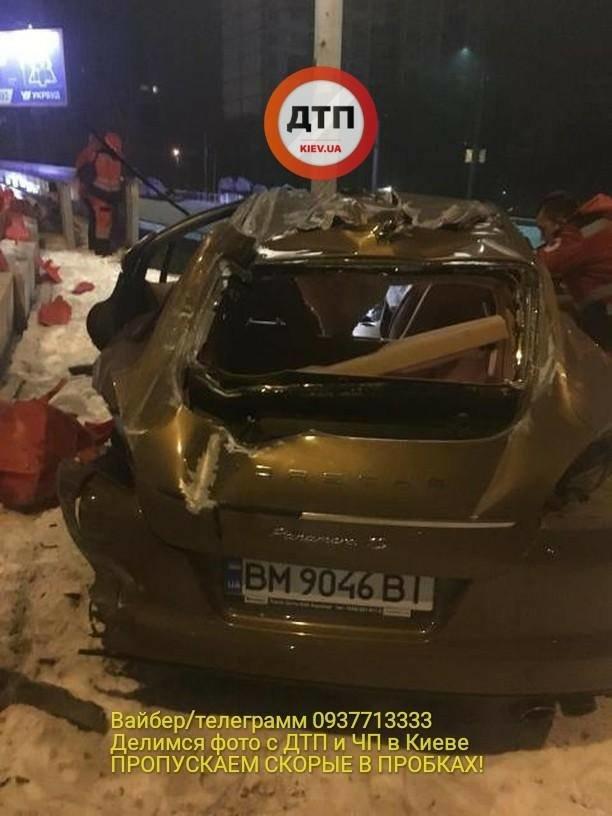 В Киеве водитель разбил спорткар и сбежал (ФОТО), фото-2