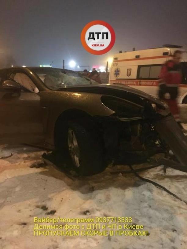 В Киеве водитель разбил спорткар и сбежал (ФОТО), фото-1