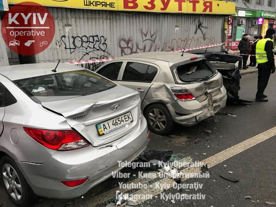 "В Киеве водитель легковушки ""помял"" 5 машин (ФОТО), фото-3"
