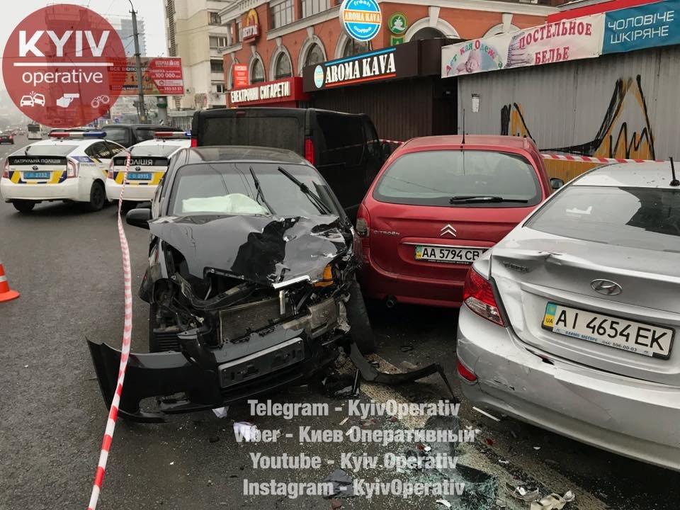 "В Киеве водитель легковушки ""помял"" 5 машин (ФОТО), фото-2"