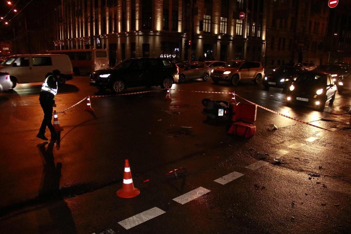 В Киеве курьер пиццы попал под авто (ФОТО), фото-4