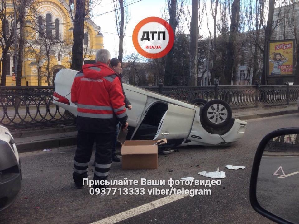 Возле киевского метро столкнулись несколько авто (ФОТО), фото-2