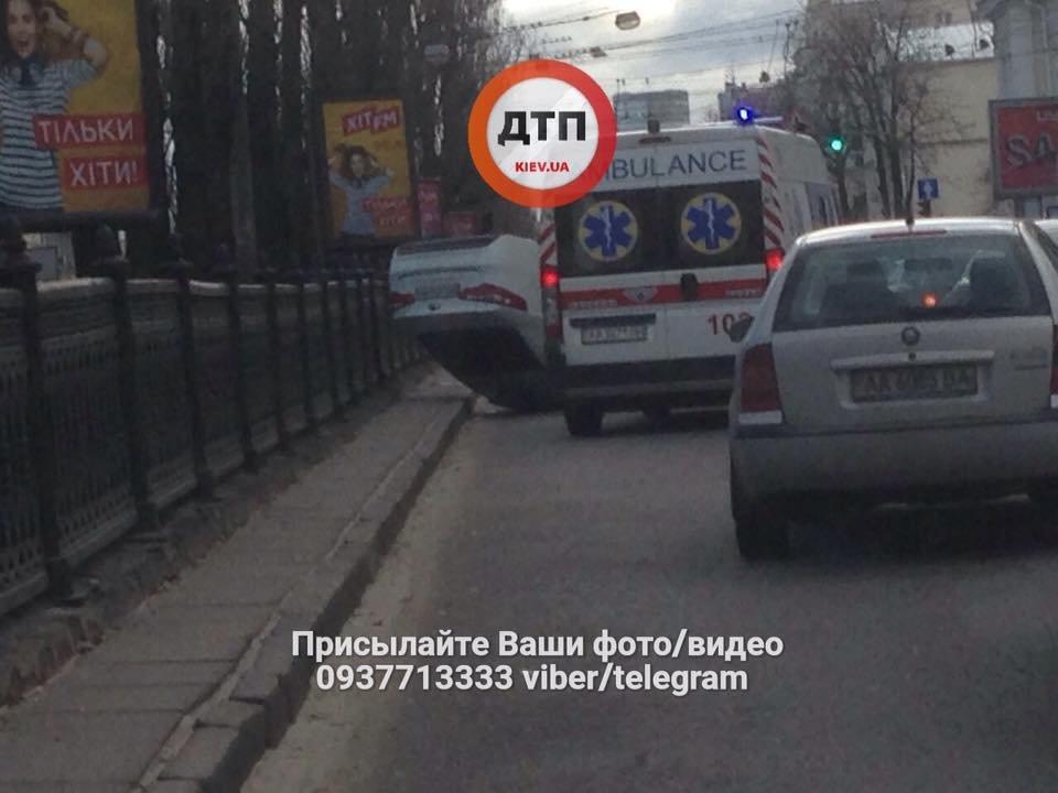 Возле киевского метро столкнулись несколько авто (ФОТО), фото-1