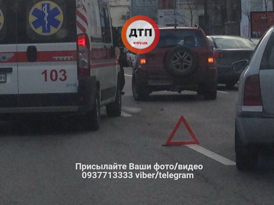 Возле киевского метро столкнулись несколько авто (ФОТО), фото-3