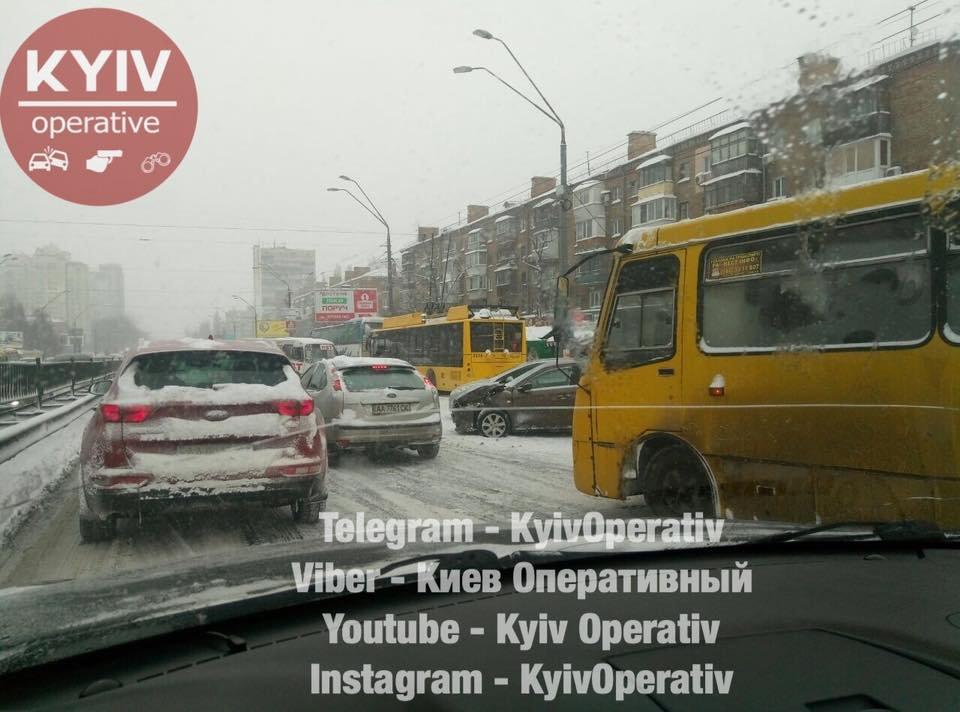 Водители, объезжайте: в Киеве из-за ДТП образовалась огромная пробка (ФОТО), фото-2