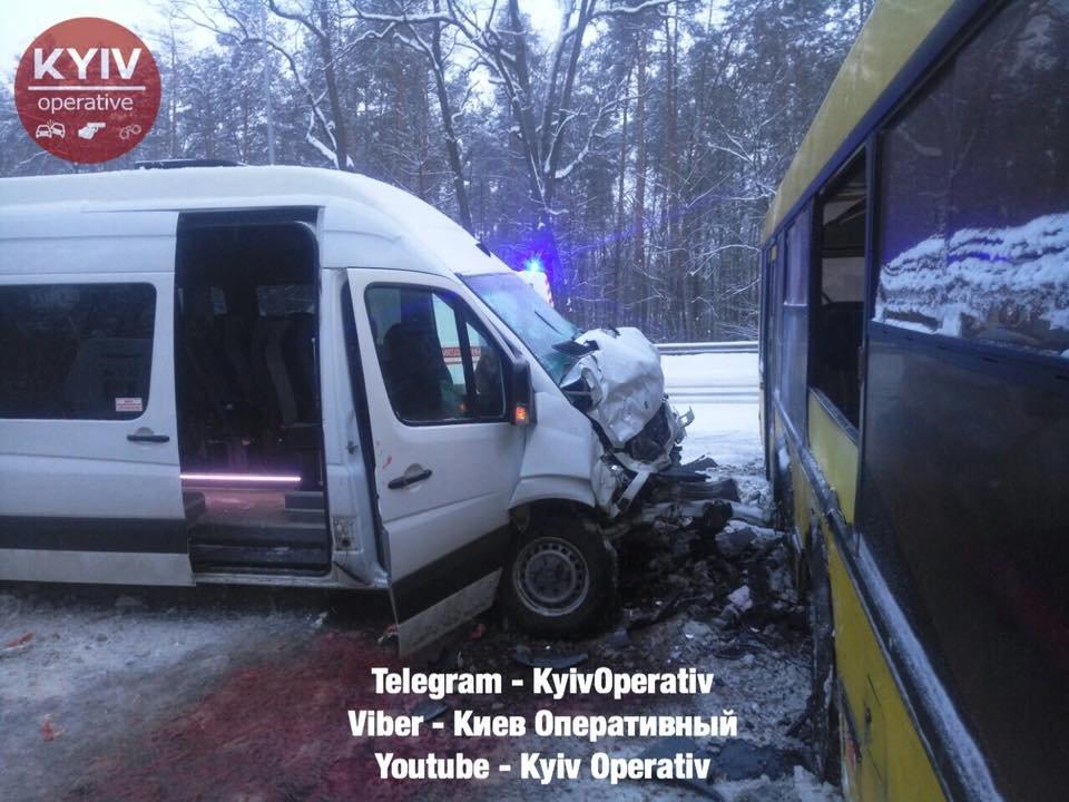 Под Киевом столкнулись маршрутка и автобус, есть пострадавшие (ФОТО), фото-1