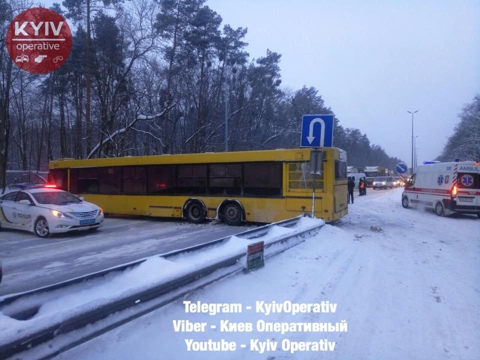 Под Киевом столкнулись маршрутка и автобус, есть пострадавшие (ФОТО), фото-2