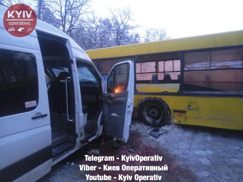 Под Киевом столкнулись маршрутка и автобус, есть пострадавшие (ФОТО), фото-3