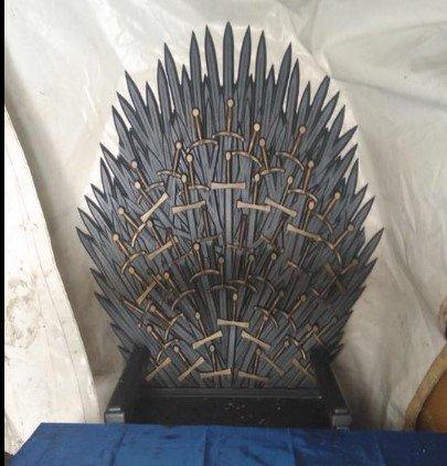 Игра престолов: в палаточном городке нашли Железный трон, фото-1