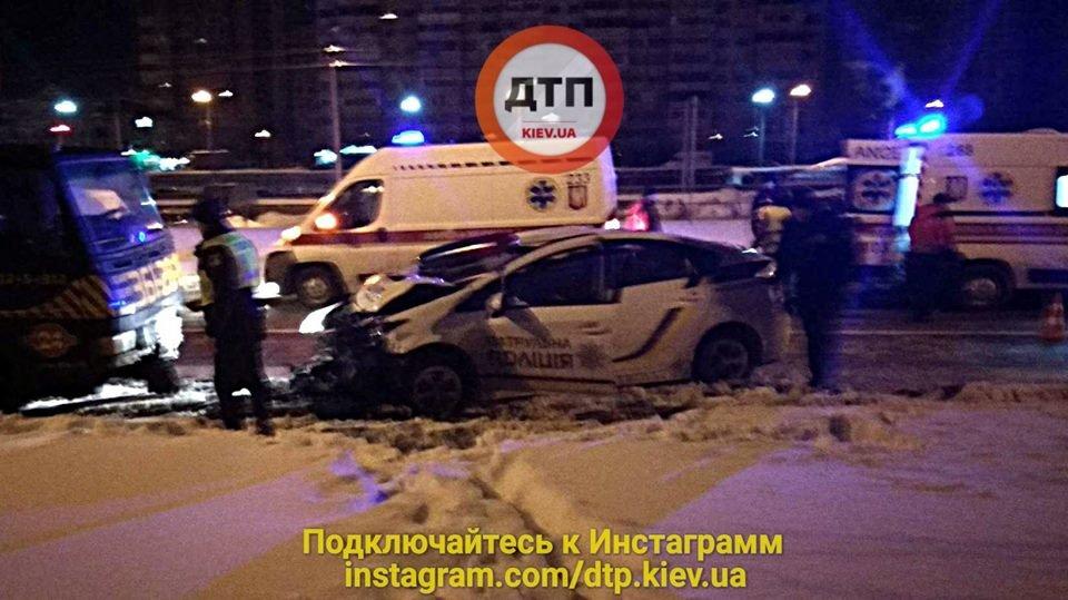 В Киеве сонные патрульные устроили ДТП, есть пострадавшие (ФОТО), фото-1