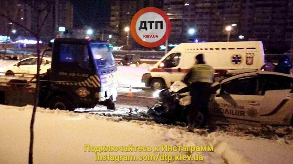 В Киеве сонные патрульные устроили ДТП, есть пострадавшие (ФОТО), фото-2