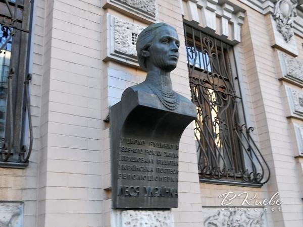 В Киеве из музея украли бюст Леси Украинки , фото-1