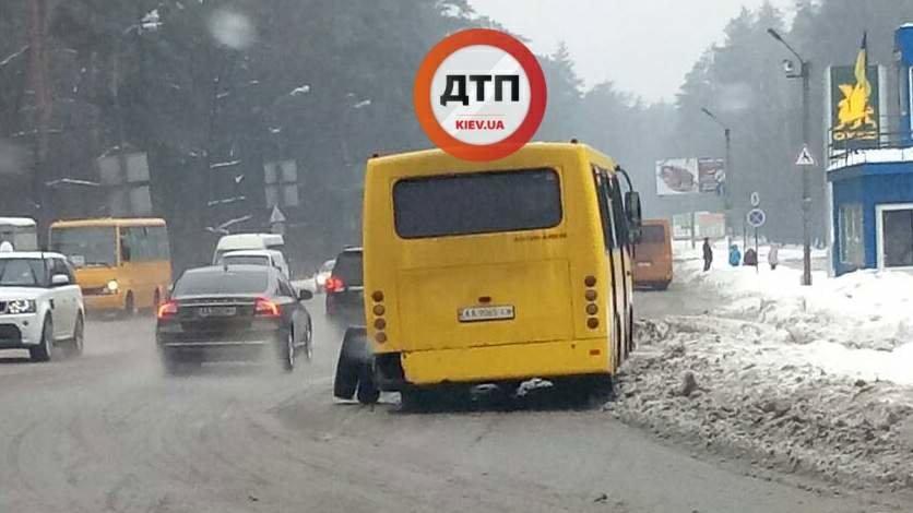 В Киеве на ходу развалилась маршрутка: фото, фото-1