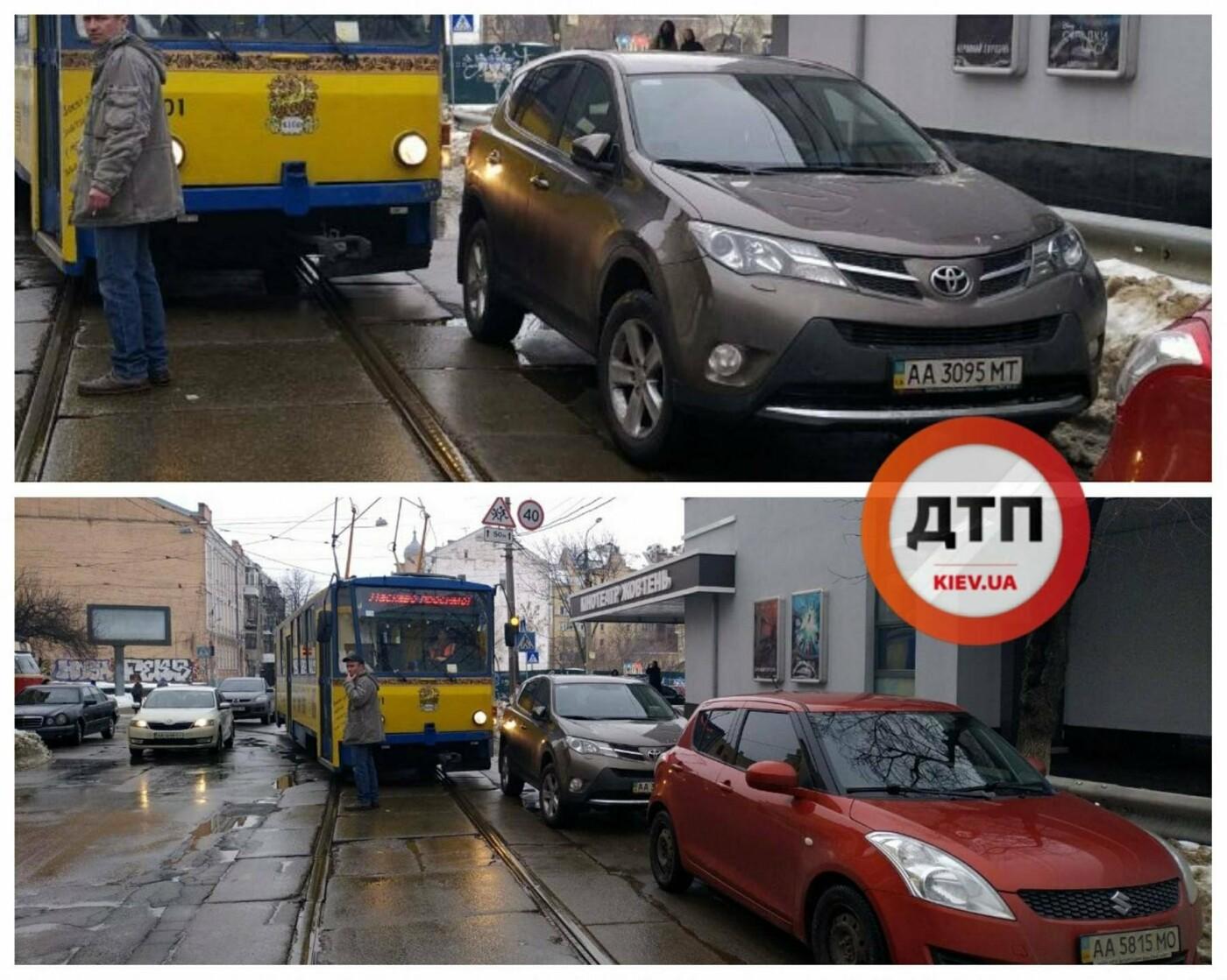 На Подоле из-за автохама остановились трамваи (ФОТОФАКТ), фото-1