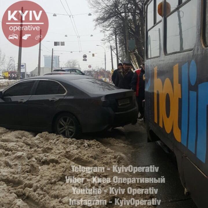 В Киеве автохам заблокировал трамваи (ФОТОФАКТ), фото-3