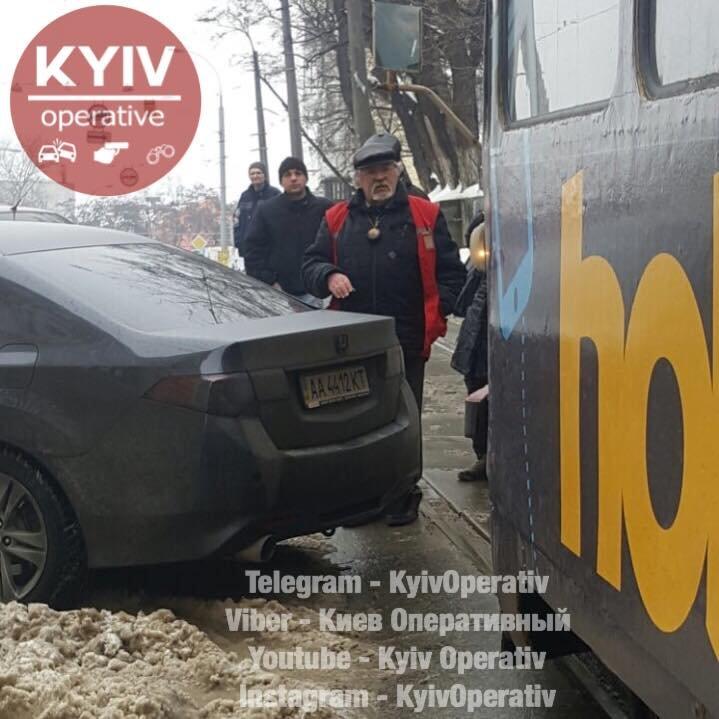 В Киеве автохам заблокировал трамваи (ФОТОФАКТ), фото-2