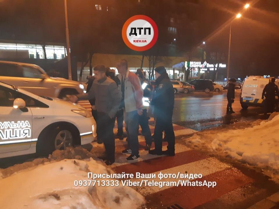 Во время массовой драки в Киеве парню проломили голову трубой (ФОТО), фото-1