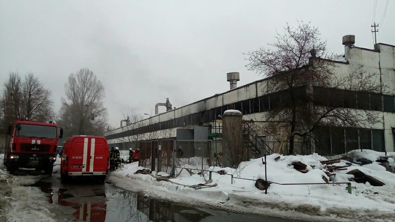 В Киеве в ангаре сгорела 4 автобуса (ФОТО), фото-2