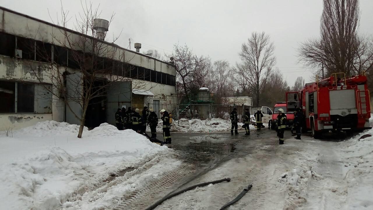 В Киеве в ангаре сгорела 4 автобуса (ФОТО), фото-1