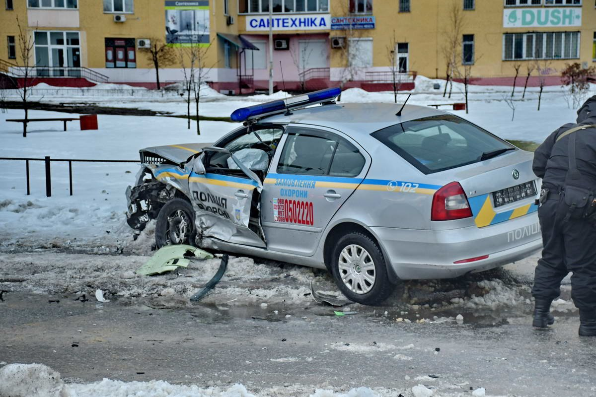 В Киеве после ДТП сотрудники полиции охраны попали в реанимацию (ФОТО), фото-1