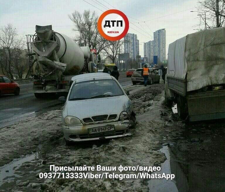 В Киеве столкнулись три легковушки и бетоновоз (ФОТО), фото-3