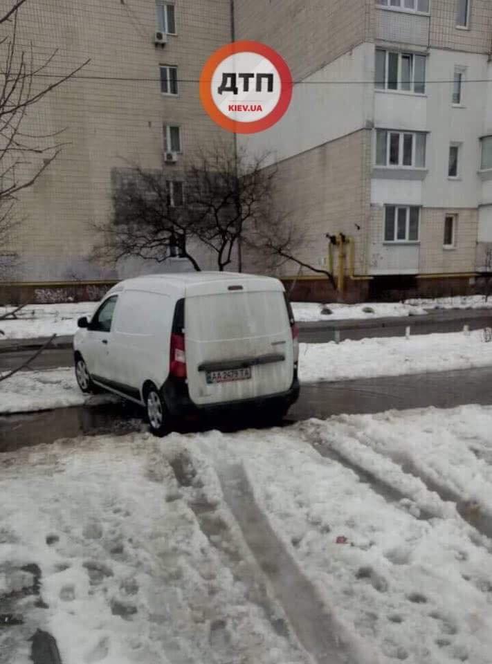 Родители, внимание: в Киеве мужчина на машине пытался похитить девочку (ФОТО), фото-1