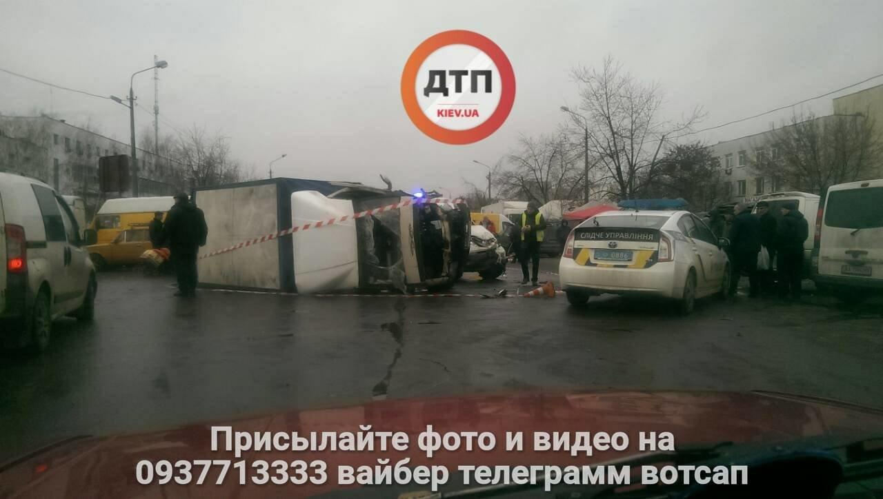 """На Троещине перевернулась """"ГАЗель"""" (ФОТО), фото-2"""