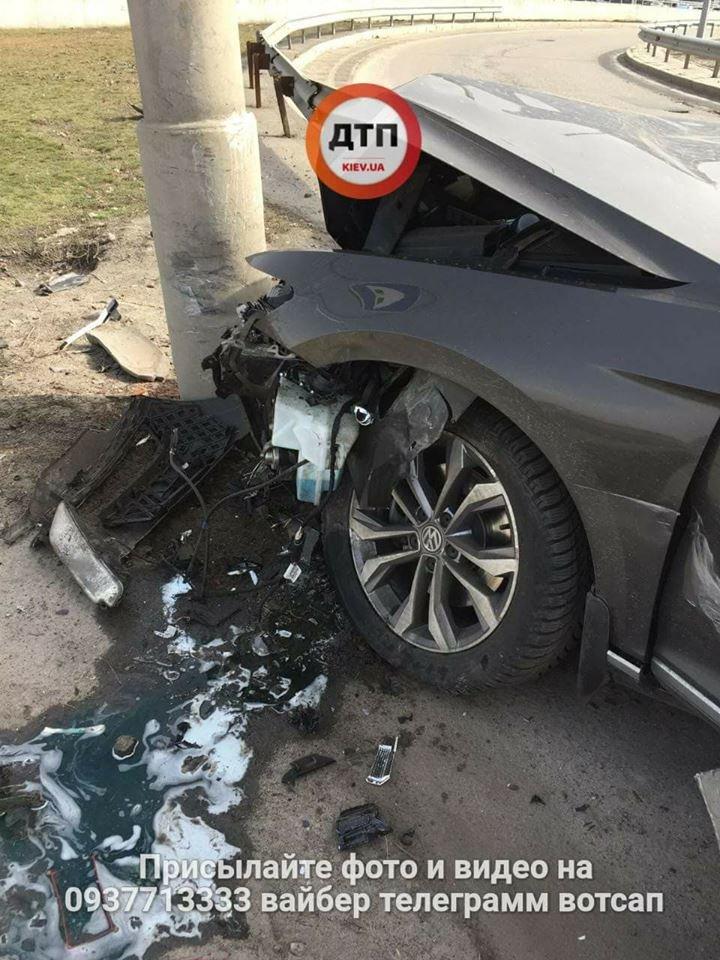 На мосту Патона водитель иномарки врезался в столб (ФОТО), фото-4