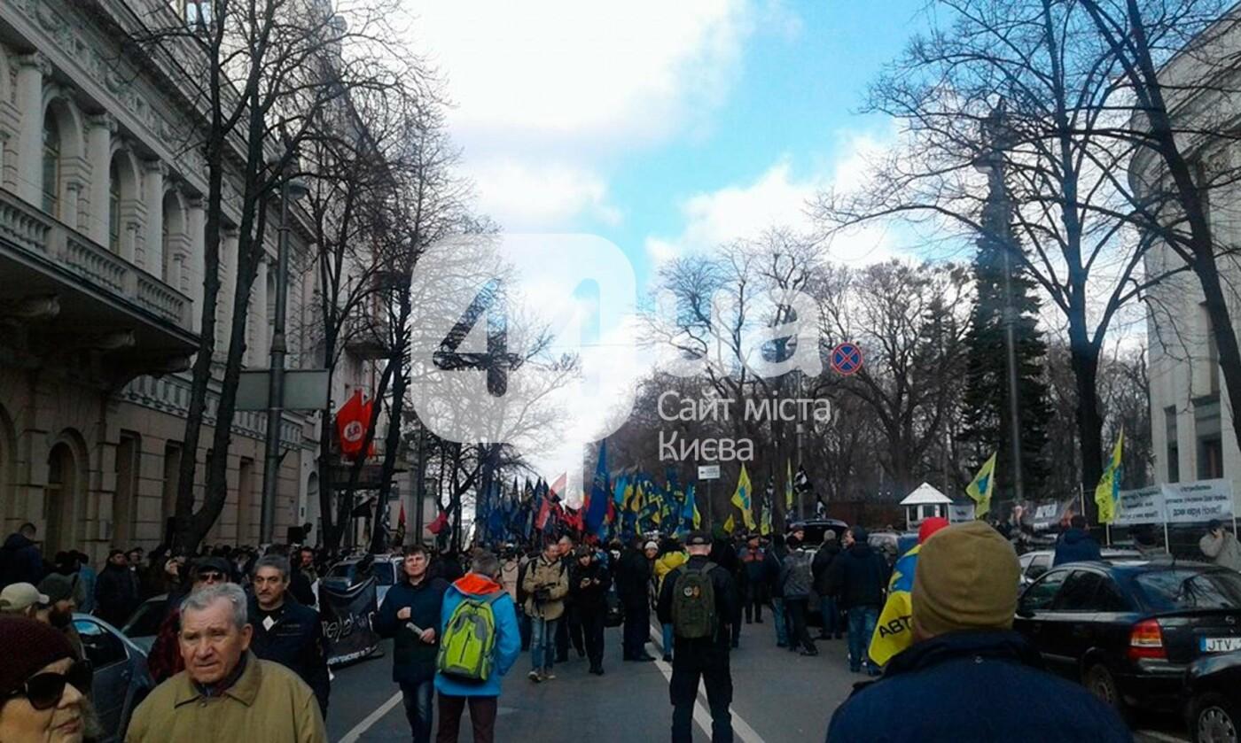(Обновлено в 14:40) В центре Киева проходит митинг против олигархов (ФОТО), фото-2