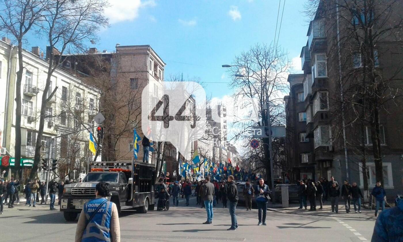 (Обновлено в 14:40) В центре Киева проходит митинг против олигархов (ФОТО), фото-5