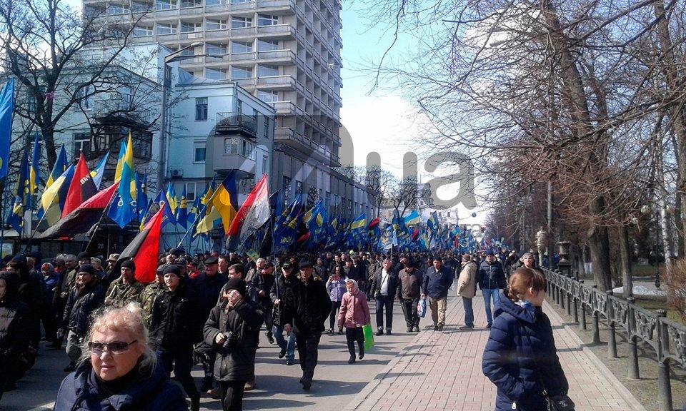 (Обновлено в 14:40) В центре Киева проходит митинг против олигархов (ФОТО), фото-4