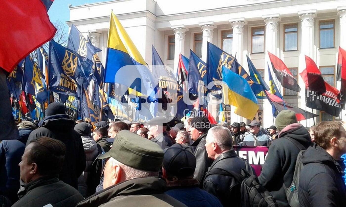 (Обновлено в 14:40) В центре Киева проходит митинг против олигархов (ФОТО), фото-3