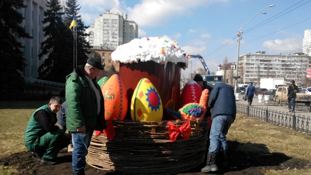 В Киеве появилась еще одна пасхальная арт-инсталляция, фото-1