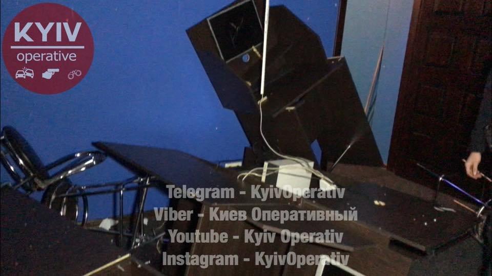 В Киеве неизвестные разгромили игорное заведение (ФОТО), фото-1