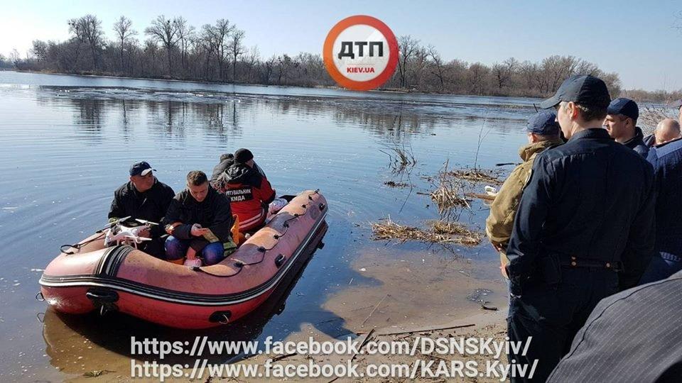 В Киеве опрокинулась лодка с людьми, спасатели ищут пропавших, фото-1