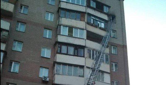 Пожар на высоте: ГСЧС спасла киевлян с 9 этажа, фото-1