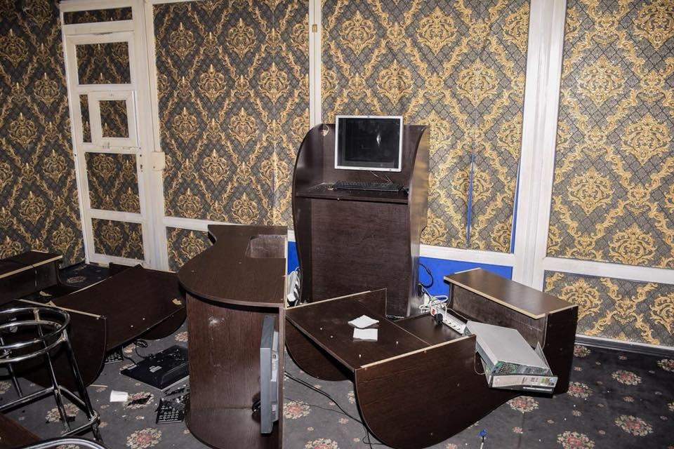 В Киеве люди с автоматами разгромили игорные заведения, фото-2