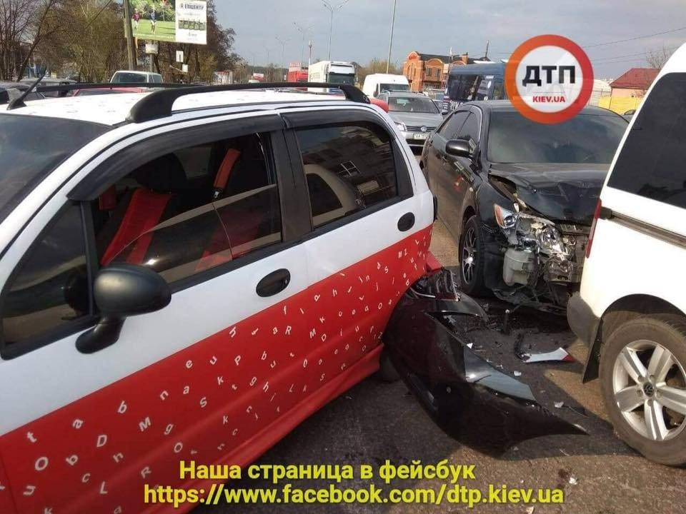 В Киеве пьяный водитель протаранил две машины (ФОТО), фото-2