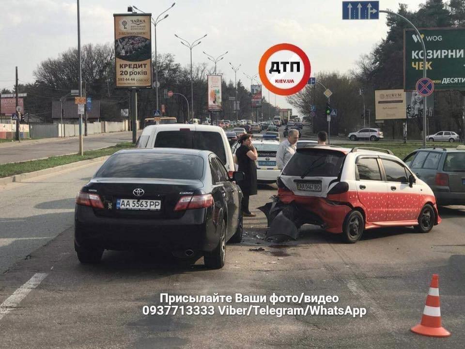 В Киеве пьяный водитель протаранил две машины (ФОТО), фото-1