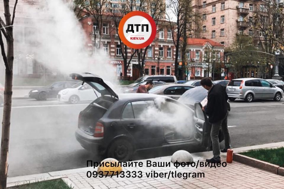 На Крещатике на ходу загорелось авто (ФОТО), фото-1