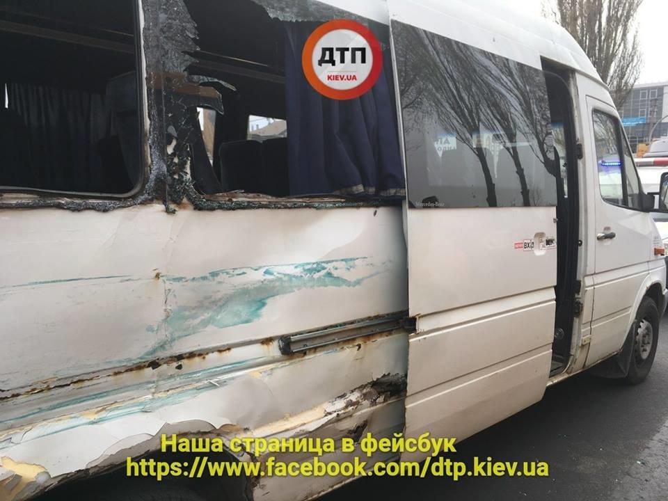 Под Киевом водитель маршрутки спровоцировал серьезное ДТП, есть пострадавшие (ФОТО), фото-3