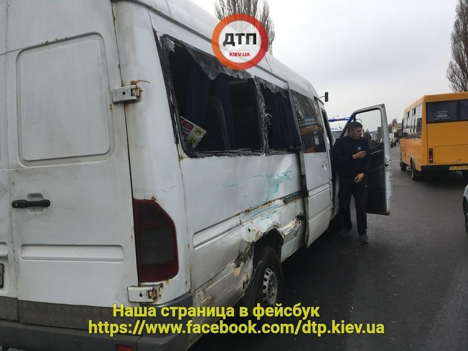 Под Киевом водитель маршрутки спровоцировал серьезное ДТП, есть пострадавшие (ФОТО), фото-1